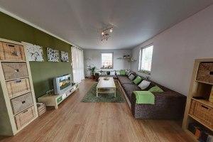09 - Pohled do obývacího pokoje s vchodem na terasu
